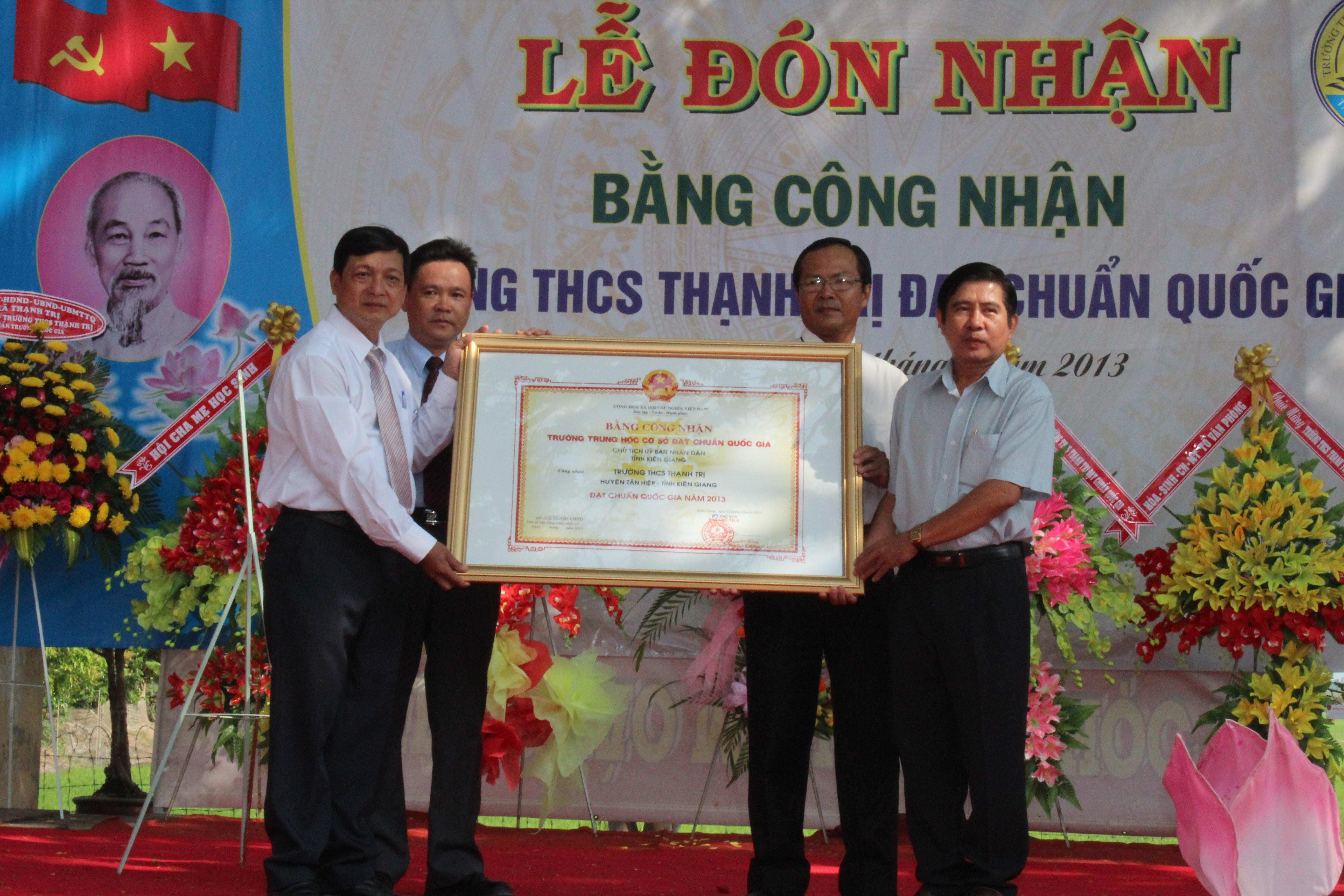 Trao Bang Cong nhan